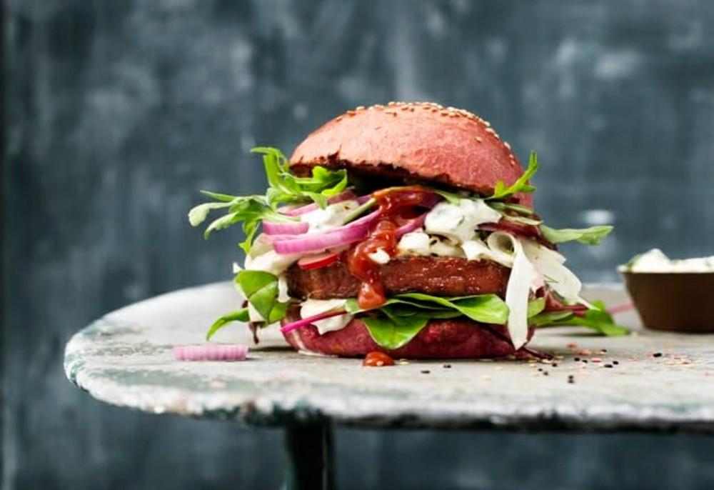 Nestlé lança hambúrguer vegano feito de cenoura e beterraba