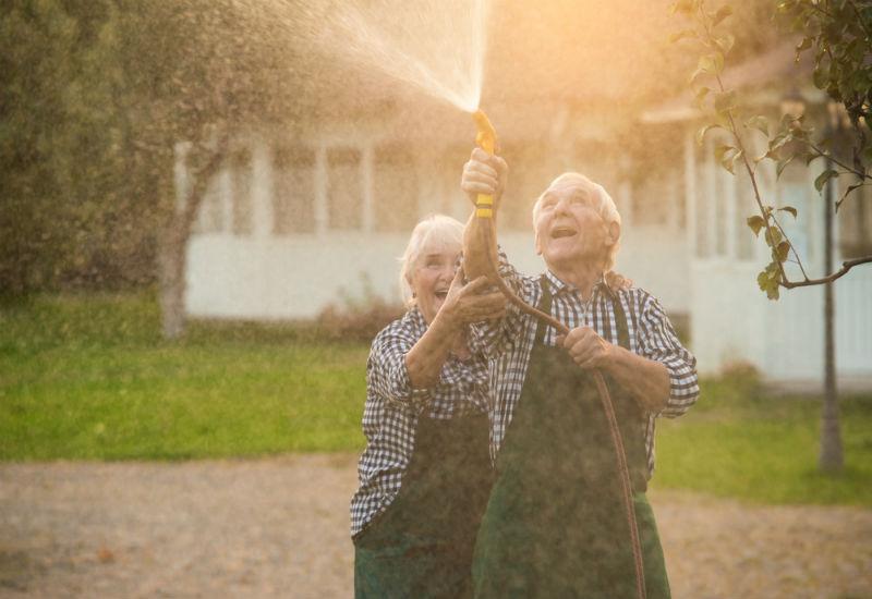 Geração prateada: pesquisa mapeia hábitos e consumo dos longevos