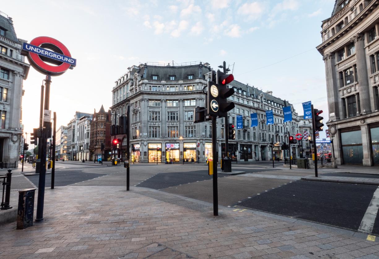 Como será o retorno das atividades no Reino Unido?