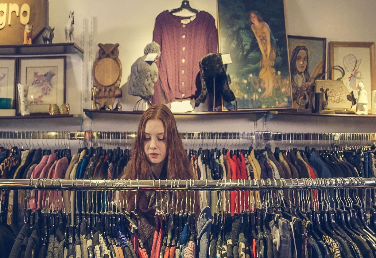 Entenda por que vai ficar mais caro comprar roupas