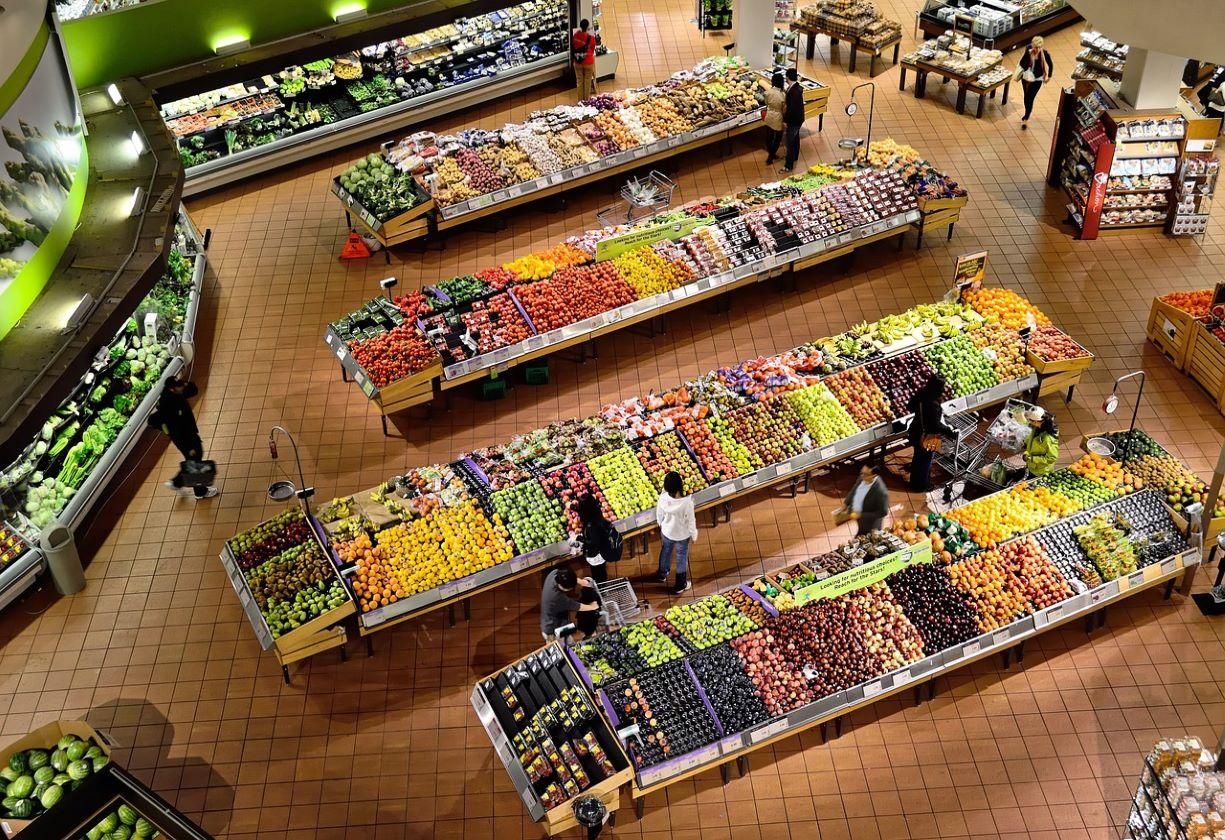 Brasileiros adotam hábitos conscientes e priorizam a economia local
