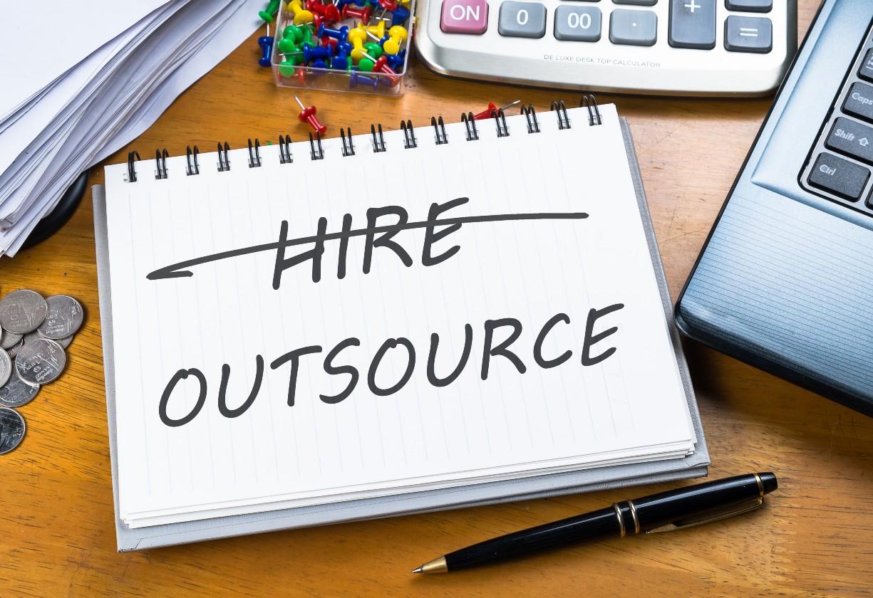 Outsourcing é melhor escolha para o momento? Saiba como decidir