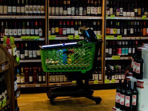 Empresa brasileira desenvolve carrinho de supermercado inteligente